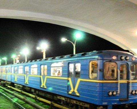 В Киеве в метро ищут бомбу: одну из станций перекрыли