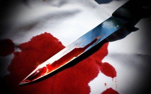 """""""Вклала ніж у руки"""": жінка звірськи вбила чоловіка і зімітувала самогубство"""