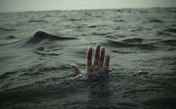 Мужчину и женщину нашли мертвыми в реке возле базы отдыха
