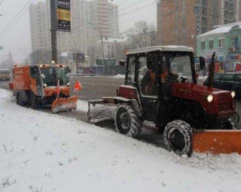 Массовая эвакуация автомобилей в Киеве: есть подробности