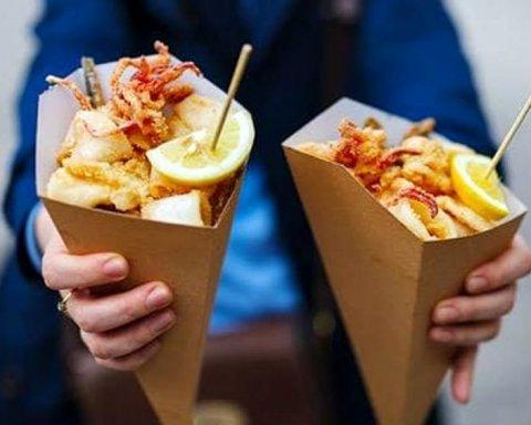 Названа самая опасная уличная еда, которая вредит здоровью