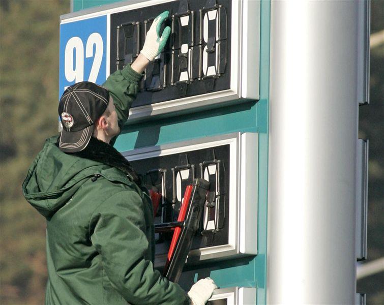 Стоимость бензина в Украине продолжает снижаться