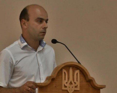 Купив три квартири за один день і будинок за 1100 $: українців вразили доходи депутата