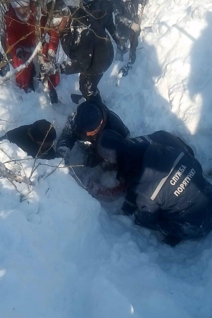 Моторошна пастка: два метри снігу за секунду засипали дитину