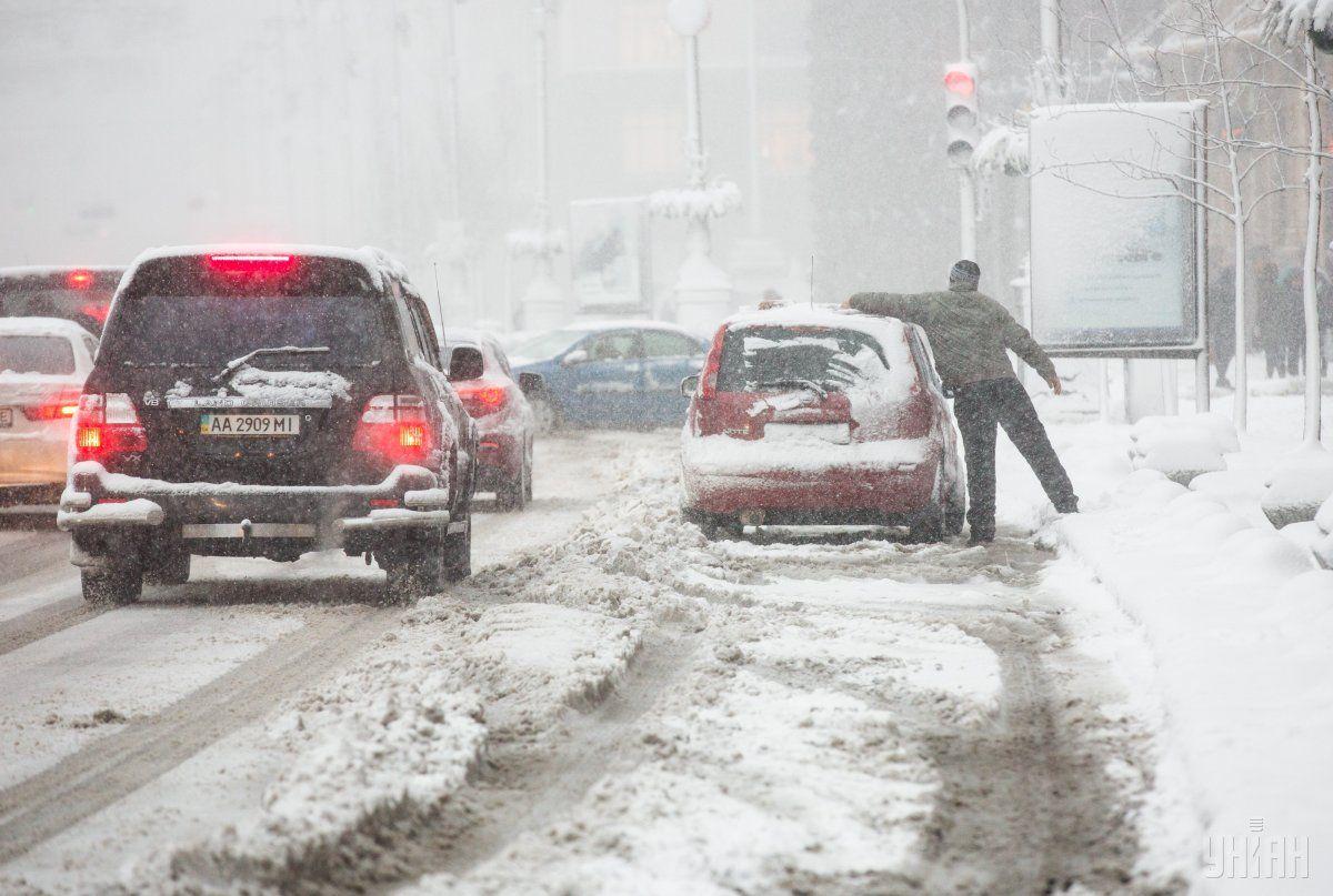 Введено оперативное положение намаршрутах социального транспорта— Cнегопады вКиеве