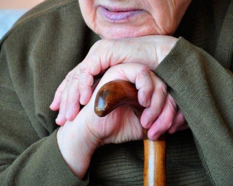 Соцработница пыталась убить пенсионерку ради дома