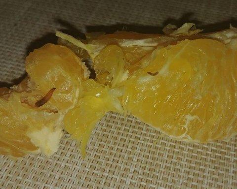 Апельсини з хробаками: українців шокували якістю продуктів у супермаркеті