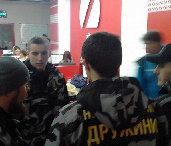 «Національні Дружини» взяли під охорону телеканал ZIK