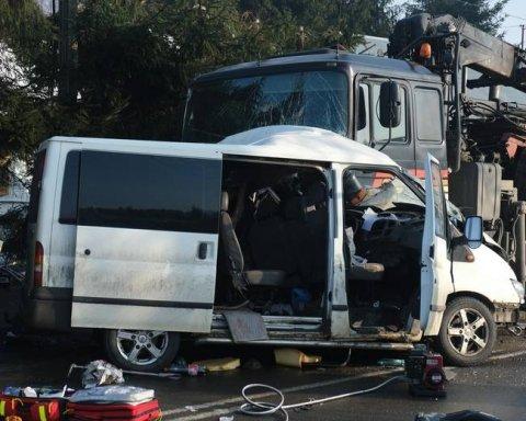 Страшное ДТП в Польше: двое украинцев погибли, еще четверо – пострадали