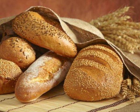 """""""Відрізати руки і крапка"""" – мережа лютує через хліб, який викинули у смітник"""