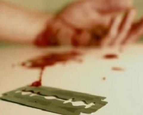 Чоловік порізав собі вени у лікарні Києва