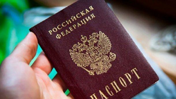 На Донбассе у боевиков забирают паспорта и банковские карточки
