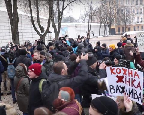 Заради свята: радикали напали на жіночий марш
