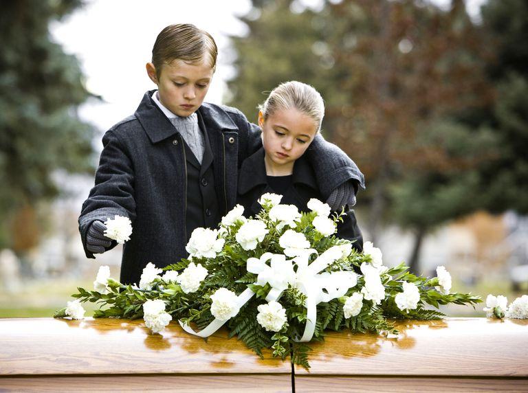 Без рішення суду поховати рідних українці не зможуть: що варто знати