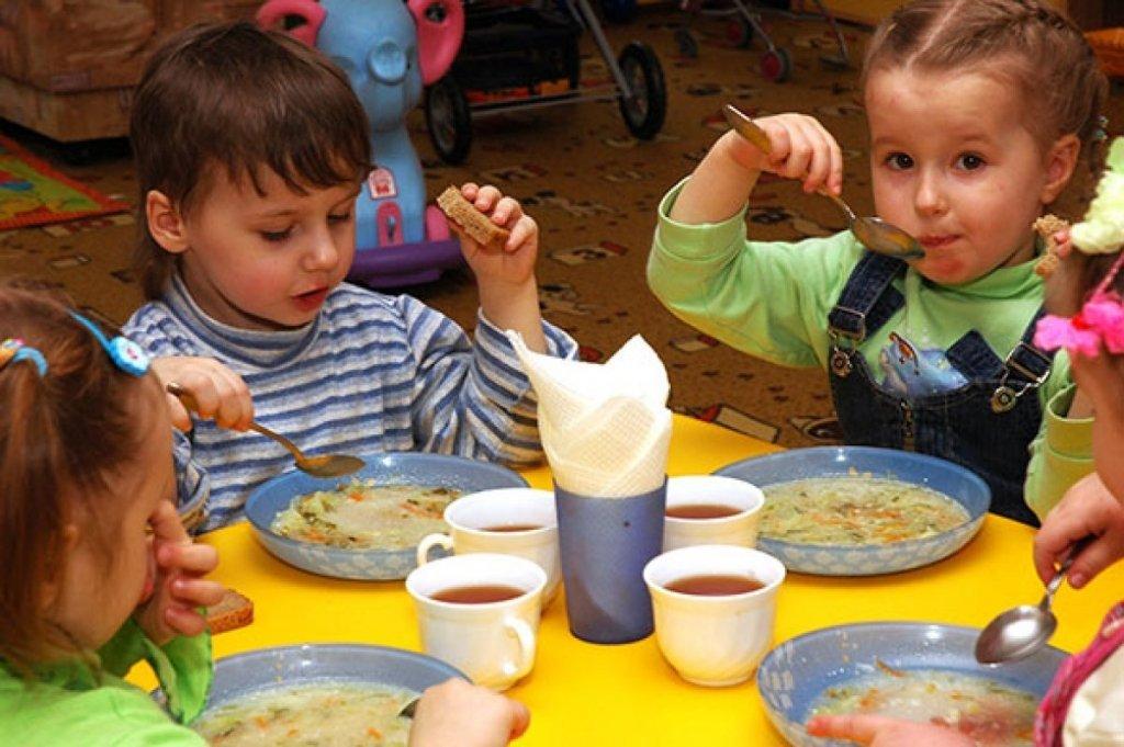 Дети голодные и больные: родители подняли настоящий бунт из-за питания в детском саду