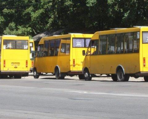 """Владу закликали прибрати """"євробляхи"""" зі сфери громадського транспорту"""