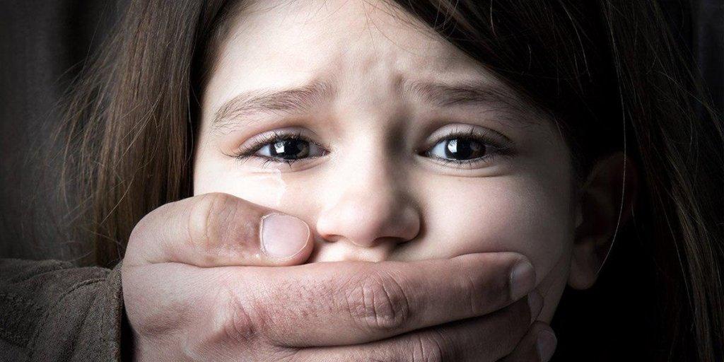 Напади на дітей: що потрібно знати про педофілів і як захистити дітей