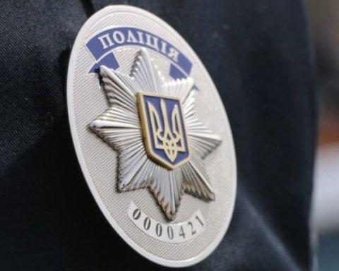 Поліція затримала членів С14, котрі розмалювали пам'ятник під МВС