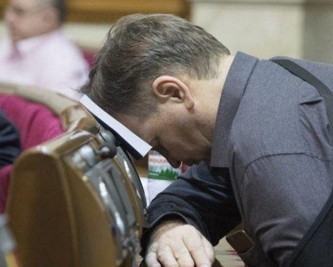 С компенсациями и без имущества: украинцам рассказали о жизни депутатов