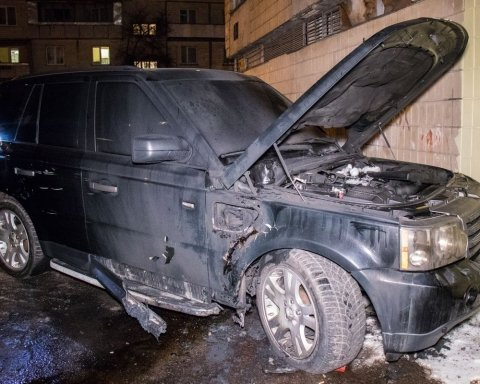 Невідомі підірвали Range Rover у Києві: всі подробиці