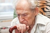 """Пенсіонери масово отримують """"листи щастя"""" про втрату пільг"""