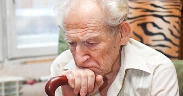 Пенсіонери масово отримують «листи щастя» про втрату пільг