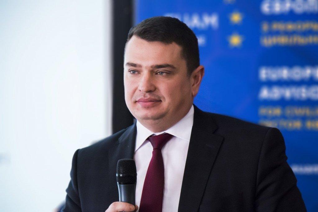 Украинцев поразили «скромной» зарплатой Сытника