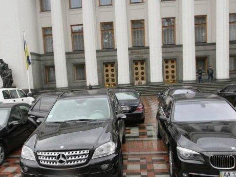 """""""Звичайний"""" BMW X5: депутати розповіли українцям про власні автівки"""