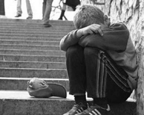 Горе-матір морила голодом 12-річного сина