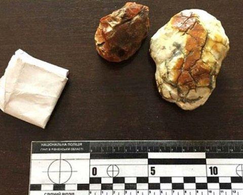 Двоє неповнолітніх забили металевою трубою скупника бурштину