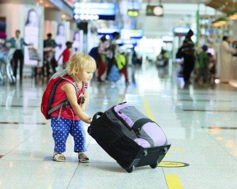 В Україні змінюються правила вивозу дітей за кордон: що потрібно знати батькам