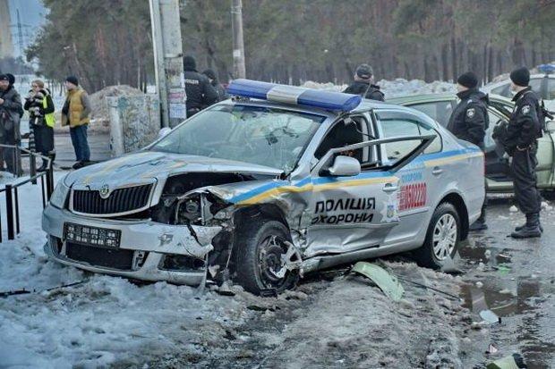 Устолиці п'яний водій врізався вполіцейську автівку— правоохоронці уреанімації