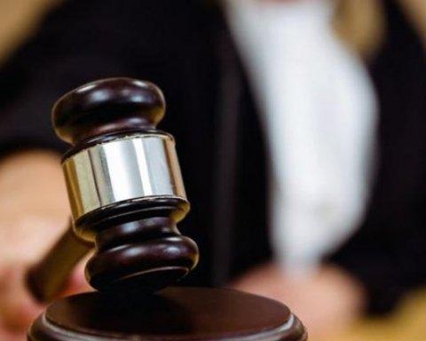 Суд арестовал 6 подозреваемых в нападении на лагерь ромов