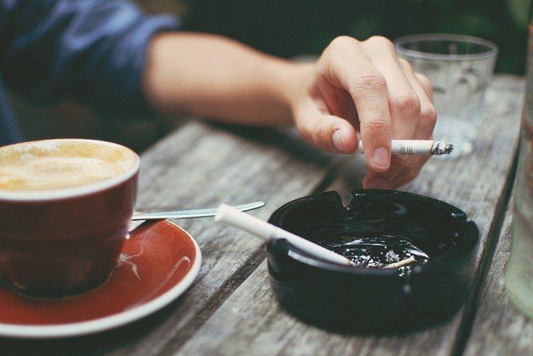 Як завзятим курцям виводити токсини з організму: медики пояснили