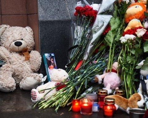 Пекло у Кемерово: сьогодні прощалися із жертвами моторошної пожежі (відео)