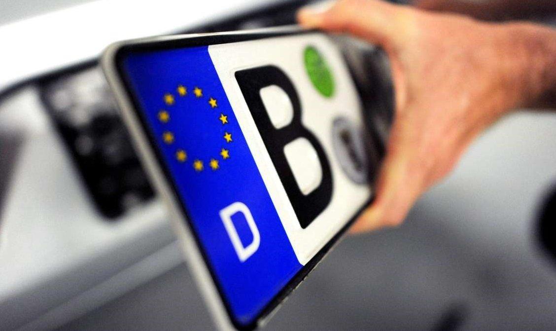 """Нові правила для """"євроблях"""": власникам авто нагадали кілька важливих моментів"""