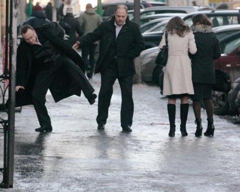 Українців попередили про ожеледицю на дорогах 8 березня