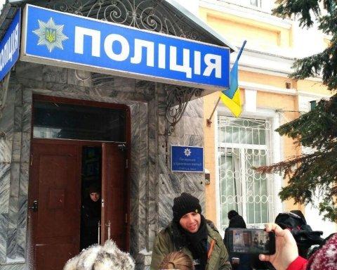 Активістів Саакашвілі привезли до Печерського райвідділку