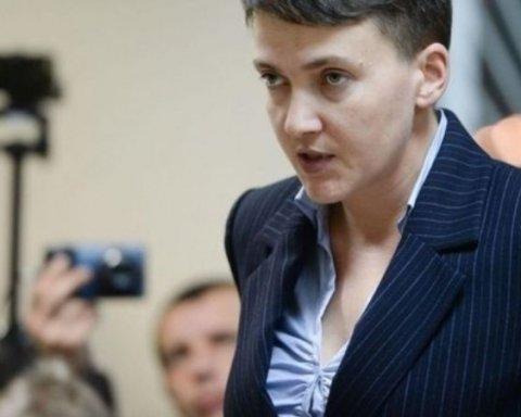 Надію Савченко висміяли на провокаційних білбордах у Києві