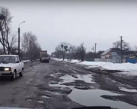 Если авто попало в яму: как водителю возместить убытки