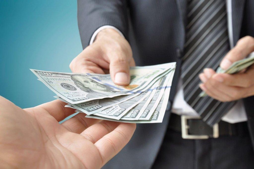 Депутат вместе с «криминальными авторитетами» требовал взятку в 100 тысяч