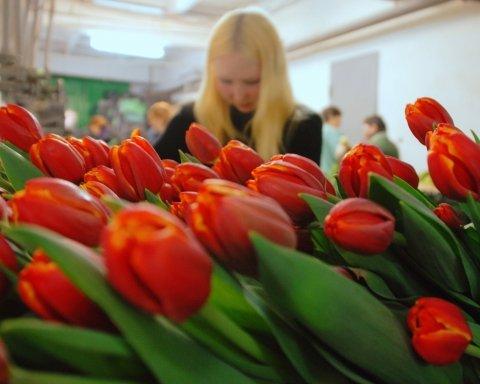 Українці розповіли про вартість подарунків до 8 березня