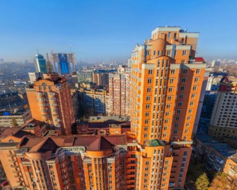 Люксові автівки та елітні квартири заховав київський податківець