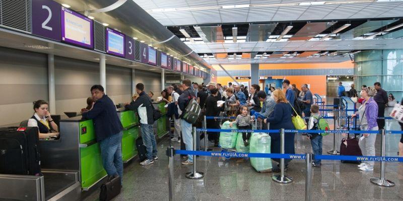 В аеропорту Києва застрягли сотні людей: що відбувається