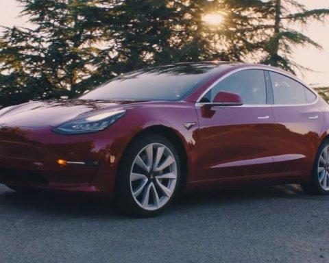Tesla призупинила виробництво електрокарів Model 3