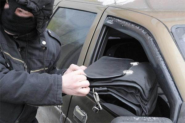 В Киеве появилась новая схема обкрадывания автомобилей
