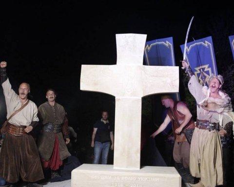У Запоріжжі вандали знищили пам'ятник загиблим українським героям