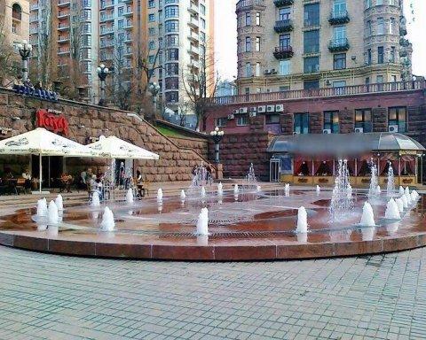 Киевлянам вернули фонтан на Крещатике