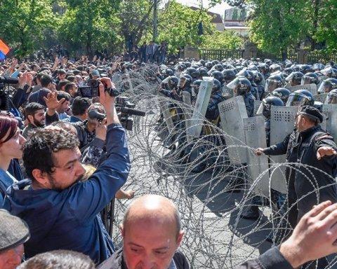 В Єревані розігнали Майдан: силовики затримали 280 протестувальників