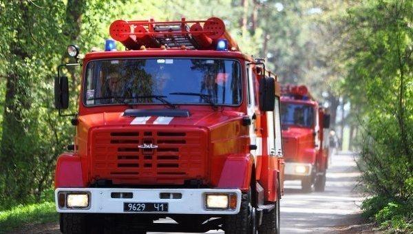 Застряг між деревом і гаражем: дитина потрапила у пастку в Києві